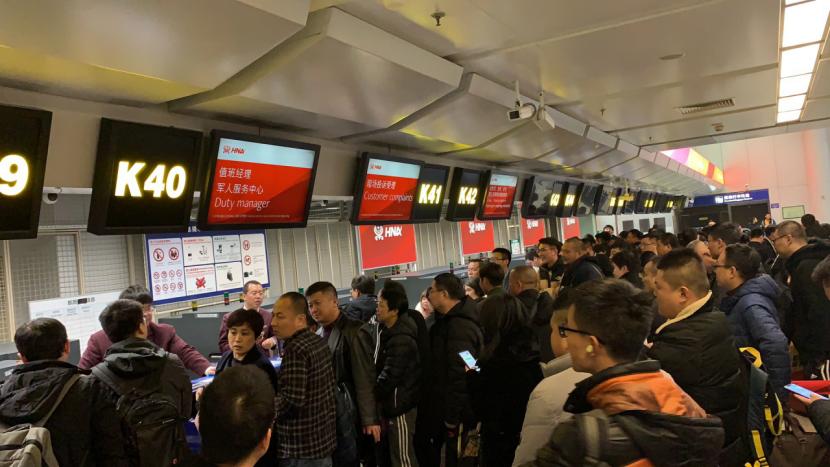 深圳到济南飞机因天气深夜迫降北京 海南航空:只退差额每人补200元