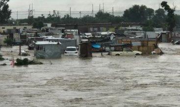 南非多地持续降雨引发洪涝 受灾地区居民生活受影响