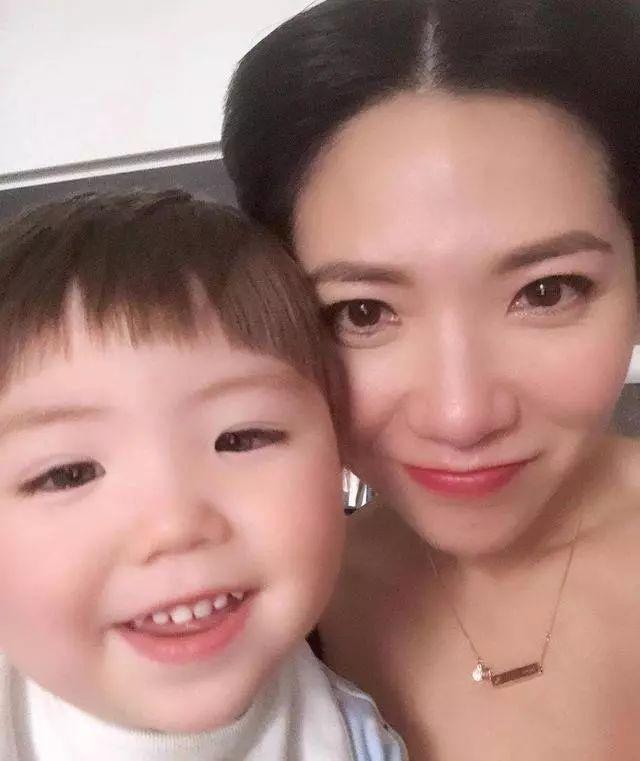 前TVB女星以为会孤独终老 却遇到真爱做高龄产妇自然分娩做妈妈