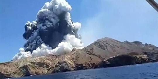 新西兰火山喷发目击者:如同炸弹爆炸现场,多名伤员被严重烧伤