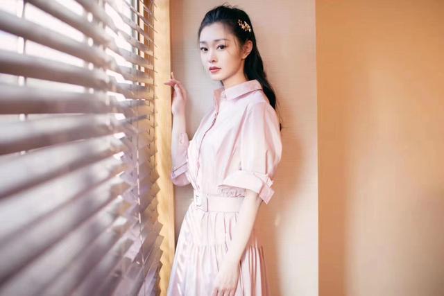 宋轶粉色长裙,温暖整个冬季