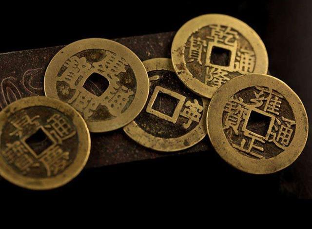 在新疆发现的钱币,上有四字隐藏了一段感人故事,代表了华夏精神