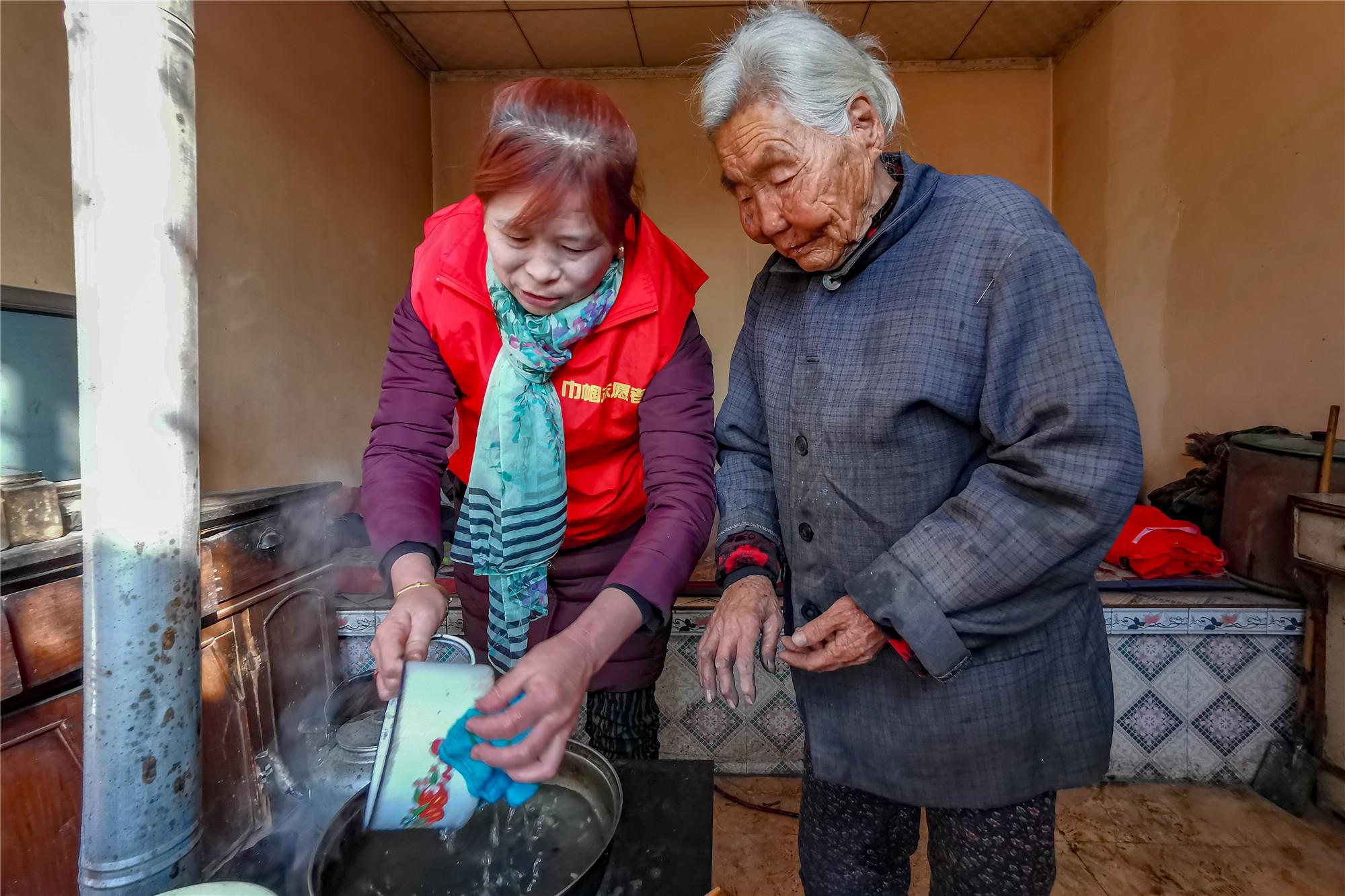 """【黄河两岸是我家】青铜峡市陈袁滩镇唐滩村:一个百岁老人和56个""""媳妇"""""""