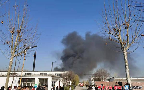 突发 聊城开发区一塑胶制品公司发生火灾事故