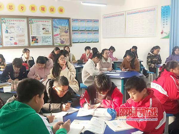 隆回县东方红小学开展实习教师汇报课活动