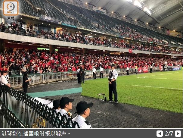 """""""嘘国歌"""" 香港球迷将其丑态展露在韩国球场上"""