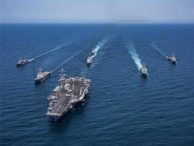 10艘战舰齐出,美航母刚过海峡就遭开火警告,250公里目标被摧毁