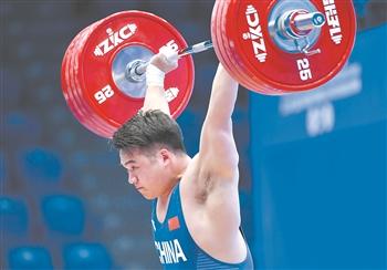 举重世界杯:田涛获男子96公斤级挺举和总成绩冠军