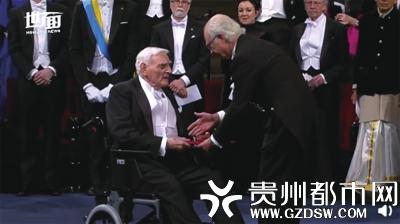 【诺奖97岁最年长得主坐轮椅领奖 97岁还天天去实验室】