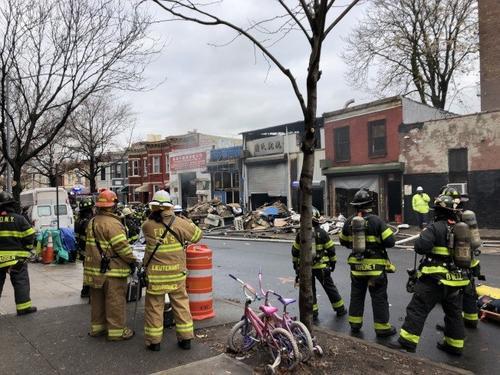 纽约日落公园华人仓库突发四级大火 无人员伤亡