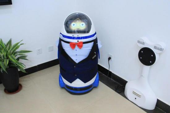 【贯彻全会精神 建设平安河南】机器人迎客、无人机巡视 郑州二七区综治中心科技感满满