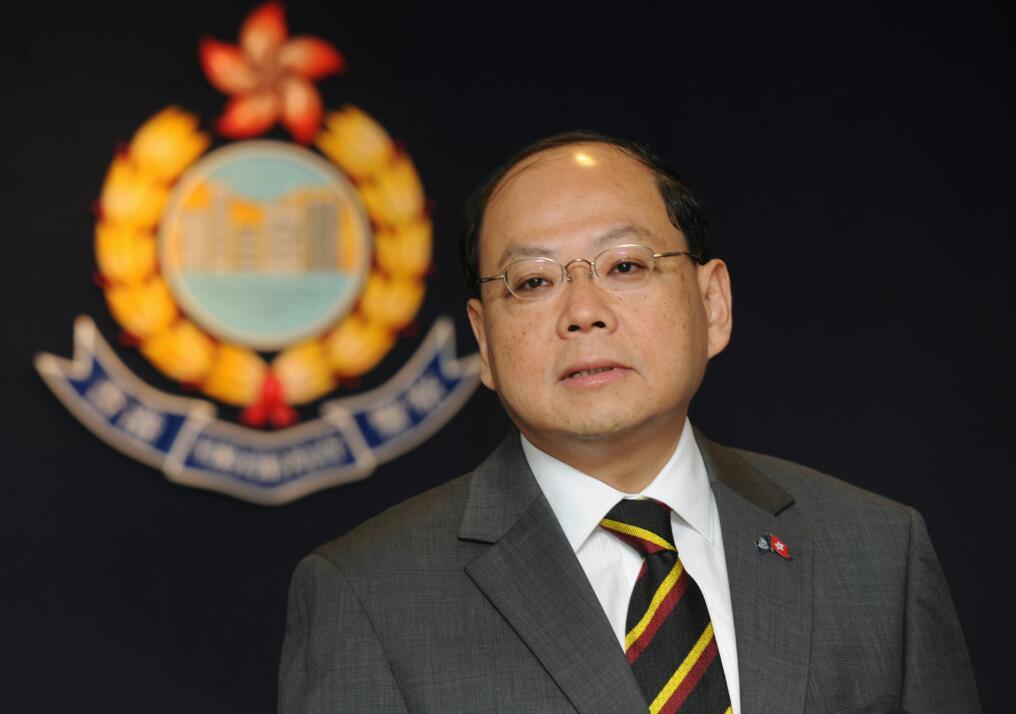 """前警务处长现身警署慰问警员 称""""香港像是中邪"""""""