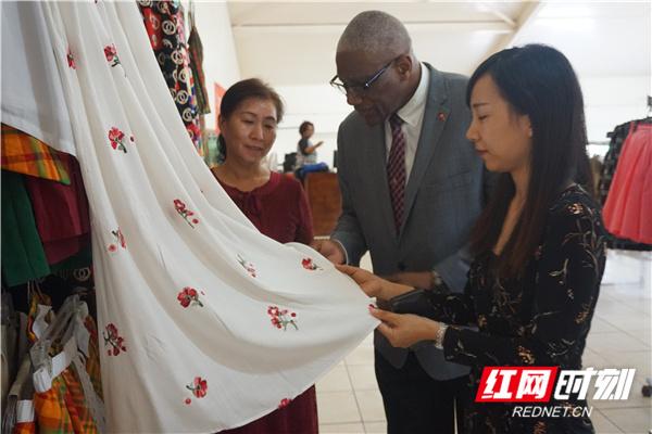 湖南外贸职业学院缝纫海外培训班再获安巴高层关注