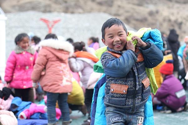 长沙温暖送达第一所学校四川省达普马小学!