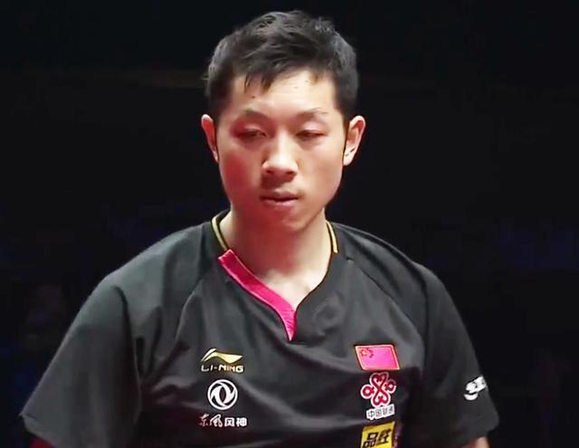 全场沸腾!中国球迷为许昕胜利狂欢,张本智和倒地捂脸接受8连败