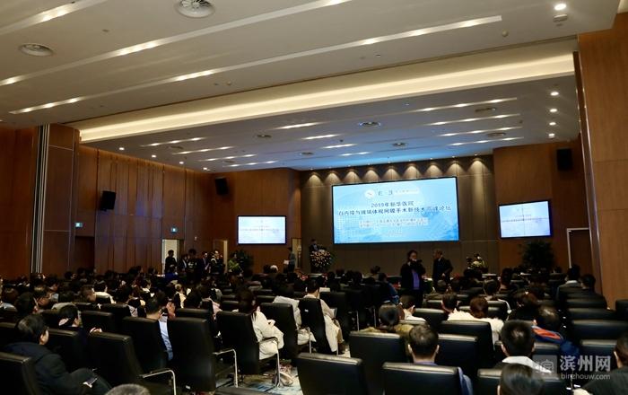 快讯:上海新华医院白内障与玻璃体视网膜手术高峰论坛在滨开幕