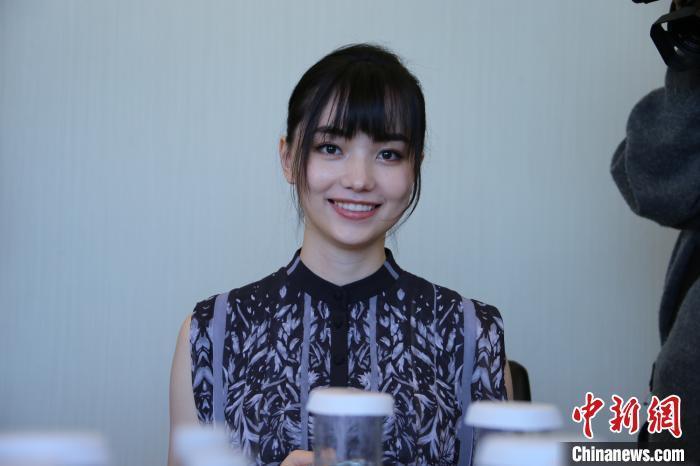 台湾美女棋手黑嘉嘉:黑白世界中