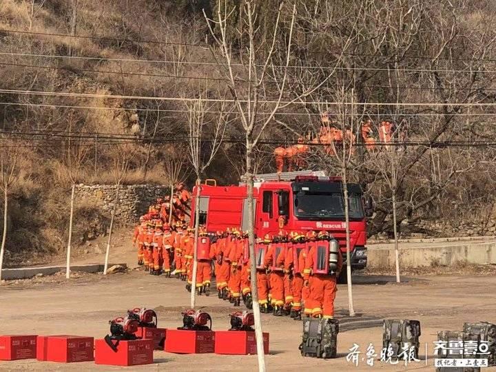 济南南部山区突发山火 还有人被困 别怕 这是演习