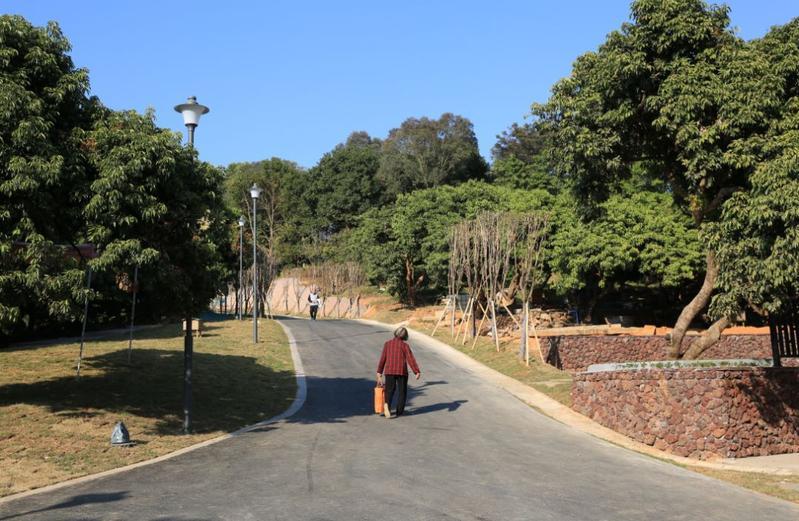 """周末好去处!广州这个公园新增""""网红彩虹墙"""",等你来打卡"""