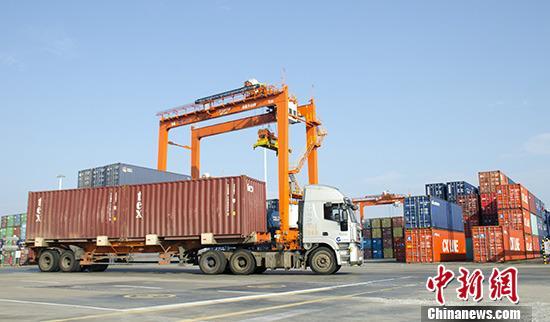 前11月云南外贸进出口额首破2000亿元              前11月云南外贸进出口额首破2000亿元