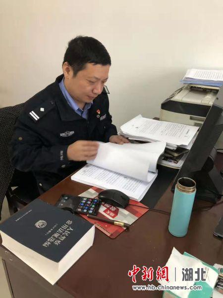 """法制民警孟敏:""""敢吃螃蟹""""的襄阳公安""""质检员"""""""