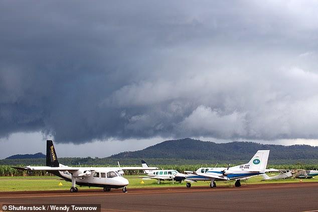 澳大利亚一架轻型飞机坠毁 造成2