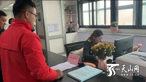 """乌鲁木齐市天山区食品经营许可办证权限下放到""""家门口"""""""