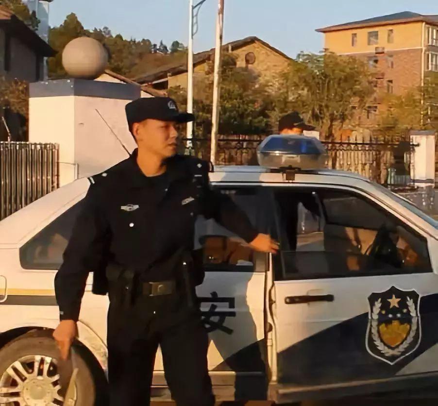 """武宁县一民警小学时的作文曝光 意外在网络上""""走红"""""""