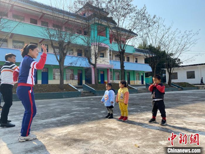 """【官方回应""""最小""""山村幼儿园:农村学前教育一个不能少】"""