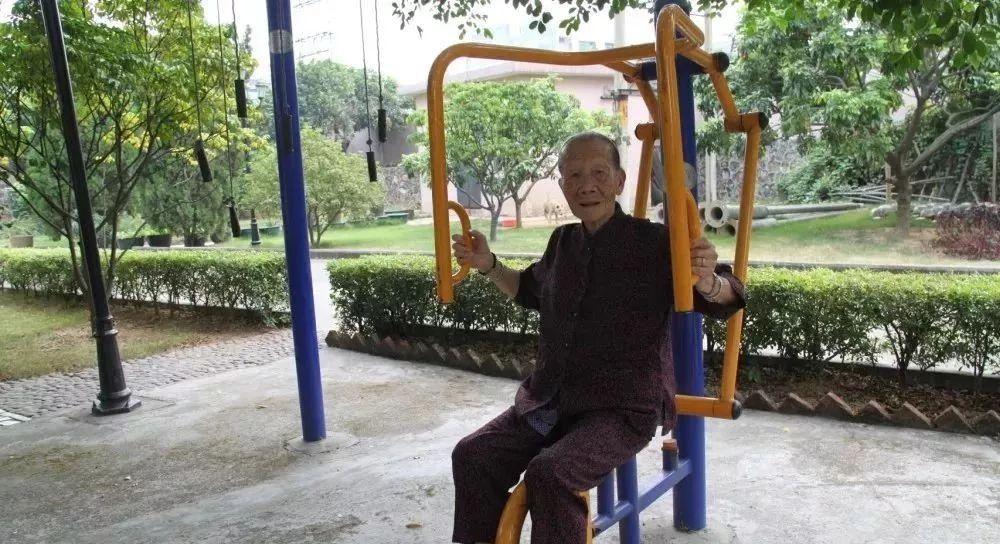一位老人在养老院的亲身经历:晚年,我绝不去养老院!泪崩
