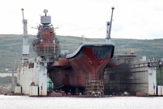 67500吨航母再遭沉重一击!一场大火突如其来,俄海军处境太艰难