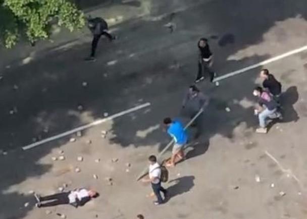 香港七旬老伯被砸死案:被捕5人全获保释 元凶在逃