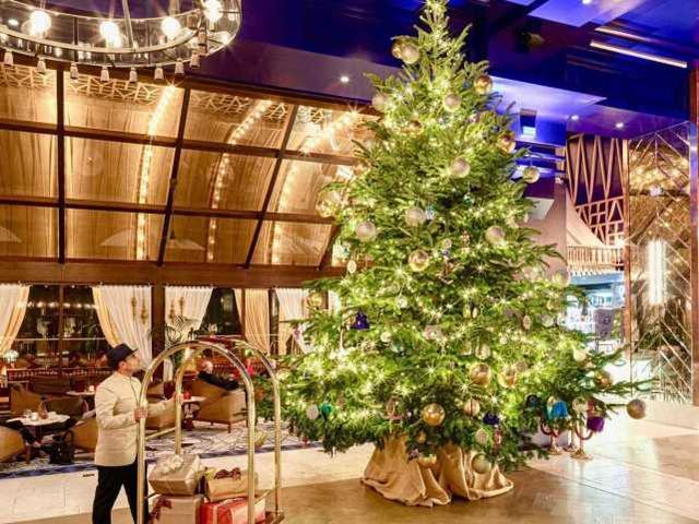 西班牙这颗圣诞树价值1亿元,创世界纪录