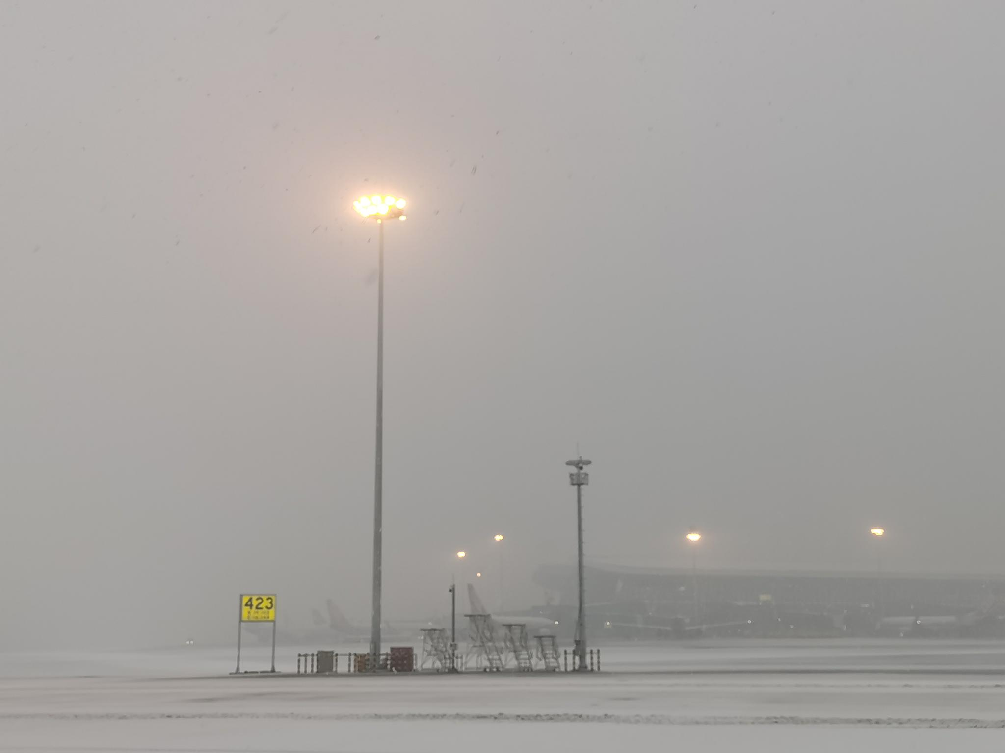 <strong>首都机场大兴机场再迎降雪 已启</strong>
