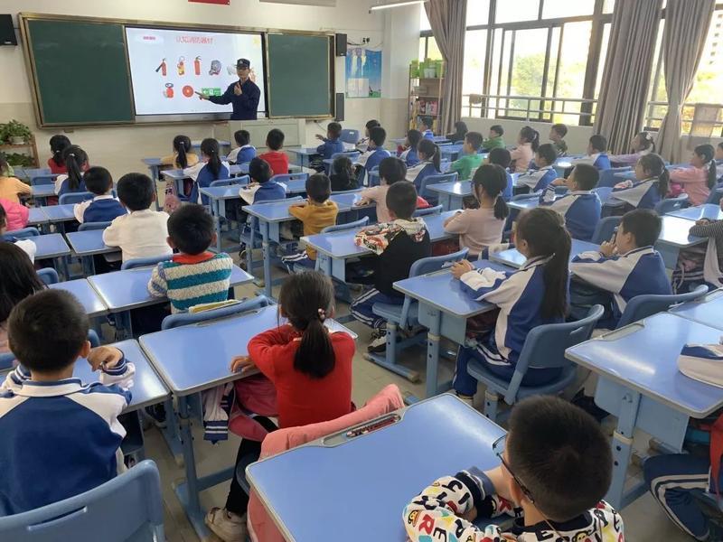 梅县消防到外国语学校富力城附属小学开展消防应急疏散演练