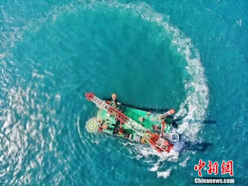 中国首艘1300吨自升自航式风电安