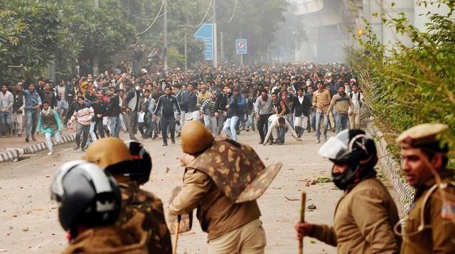 印度爆发全国性危机 在克什米尔又与巴基斯坦爆发冲突