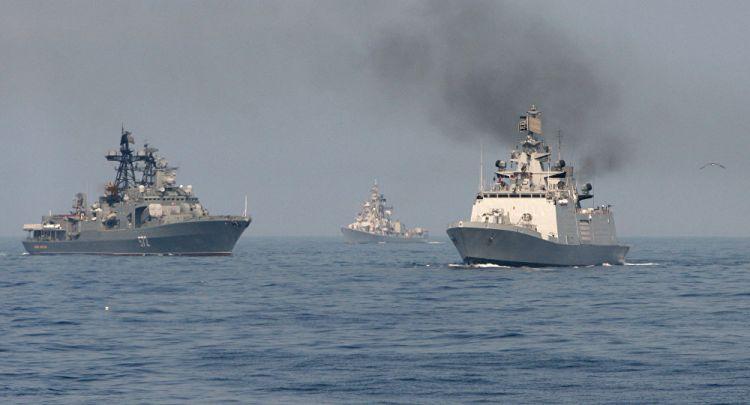 俄印舰艇举行海上联合军演 组成编队协同作战