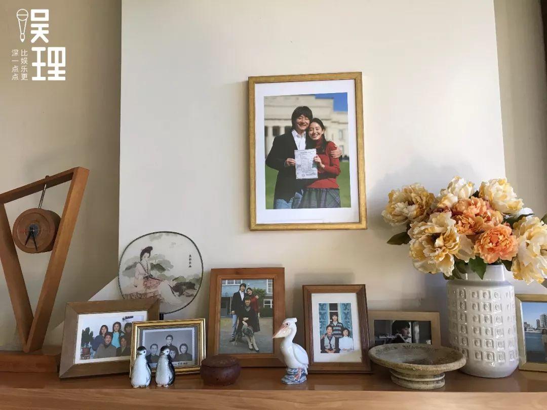《只有蕓知道》新西蘭片場,隋東風、羅蕓家里的合照(攝影:楊晉亞)