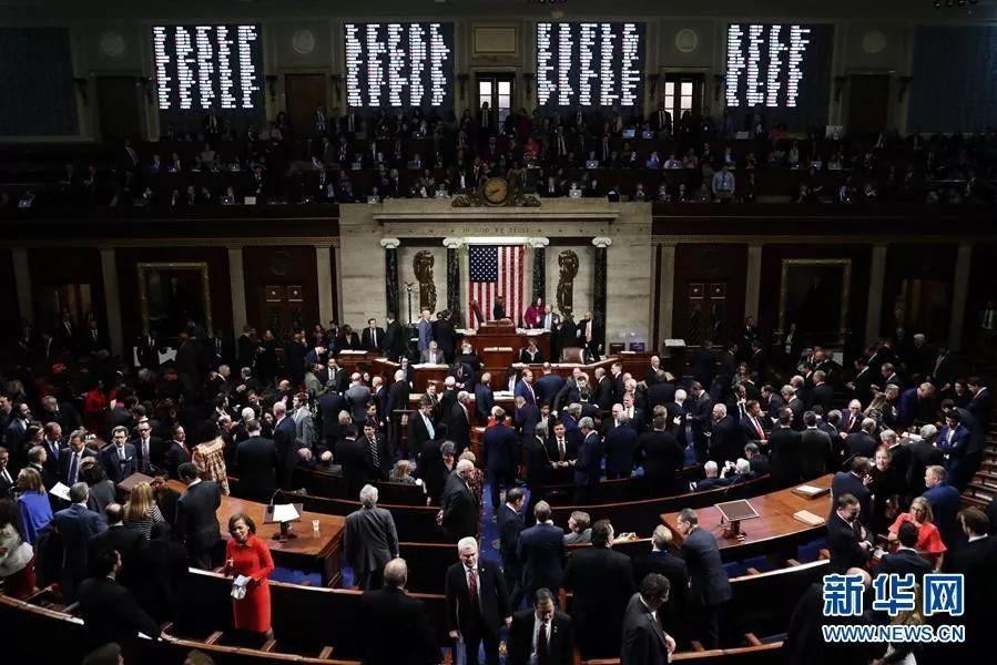 ▲12月18日,在美国华盛顿,议员就针对美国总统特朗普的弹劾条款进行投票。新华社发(奇普索莫德维利亚 摄)