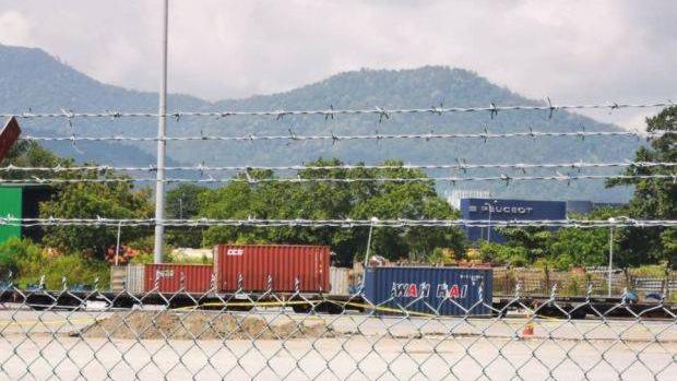 马来西亚一火车货运站发现20多枚疑似二战时期的炸弹