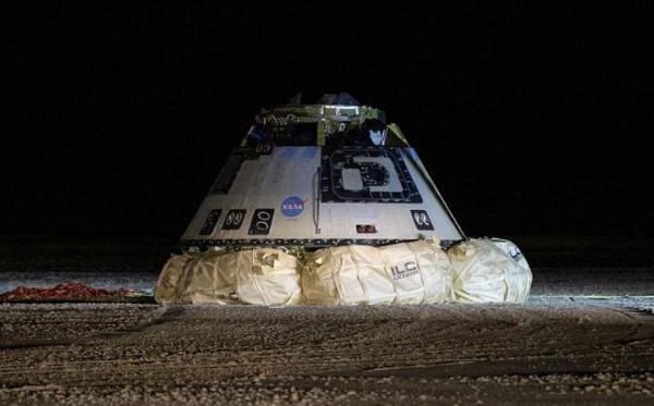 """着陆后的""""星际客机""""太空舱 图自 NASA官方网站"""