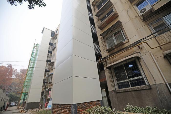 西安一老旧小区尝试电梯加装新模式引热议
