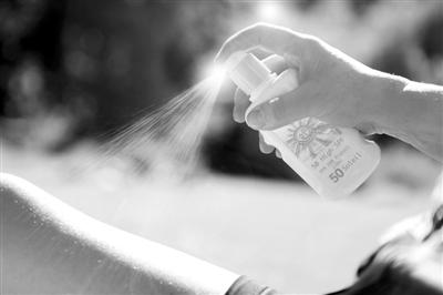 相关研究虽然说防晒霜被吸收,但并没有说明吸收的成分对身体有害,也没有否定防晒霜的效果。视觉中国供图