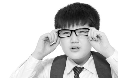 国家卫生健康委、教育部等6部门联合印发《关于进一步规范儿童青少年近视矫正工作 切实加强监管的通知》规范近视矫正工作。视觉中国供图