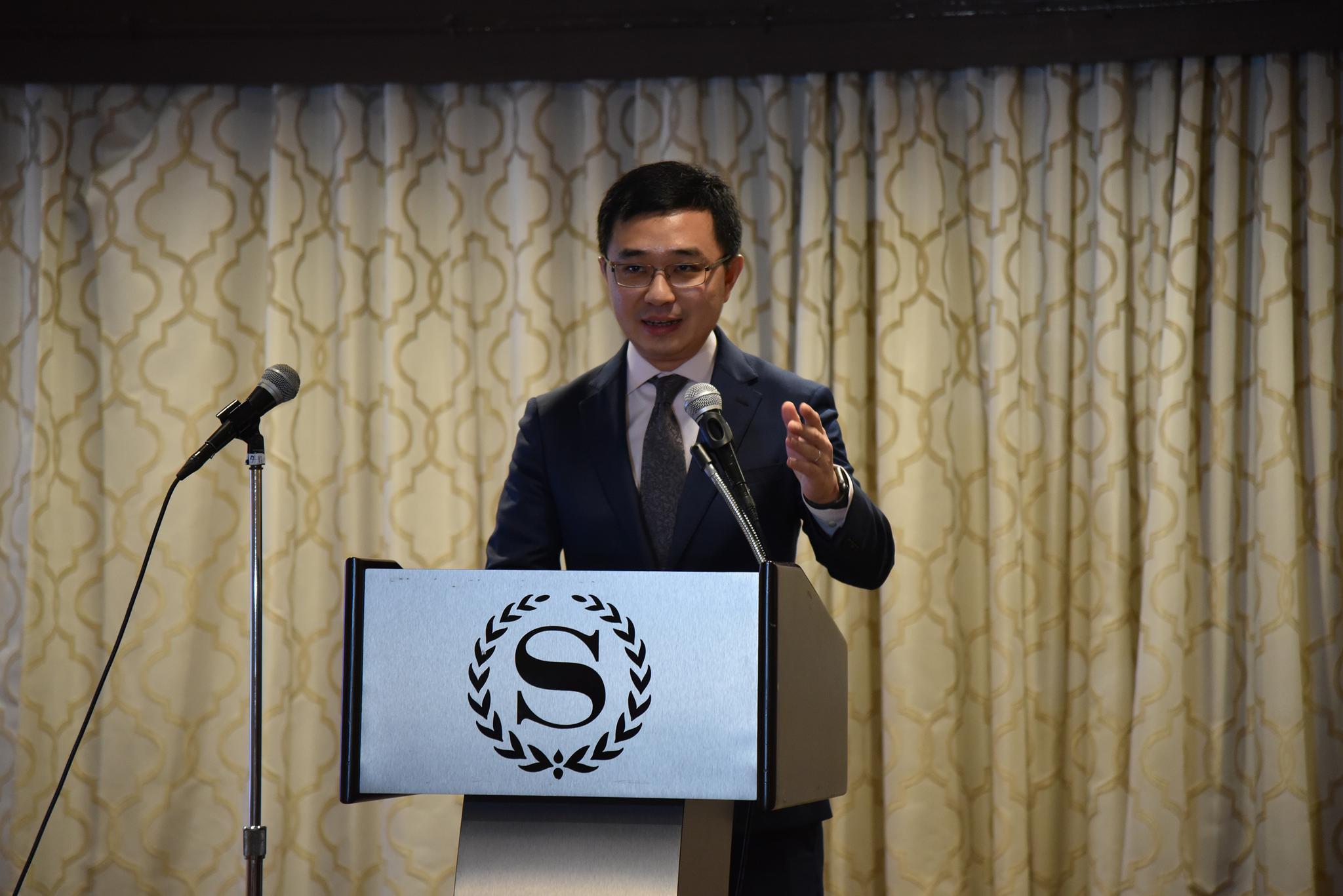 ▲纽约中国和平统一促进会会长马粤致辞。