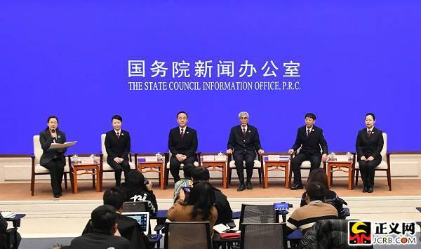 5位检察系统先进代表与中外记者见面交流图片
