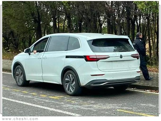 上汽大众旗舰MPV实车曝光 30万起售