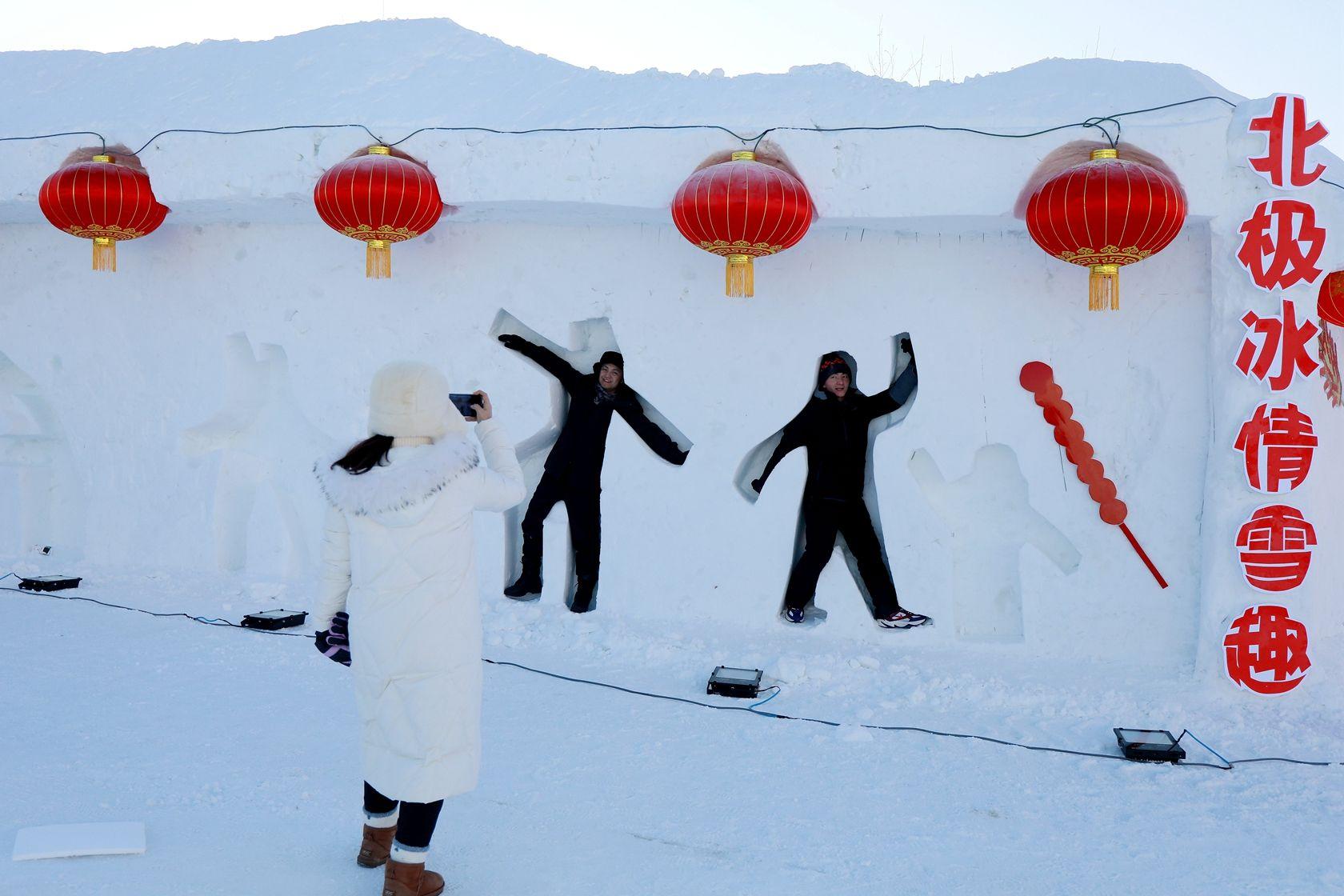 南方游客初见漠河冰雕雪塑连称超乎想象图片