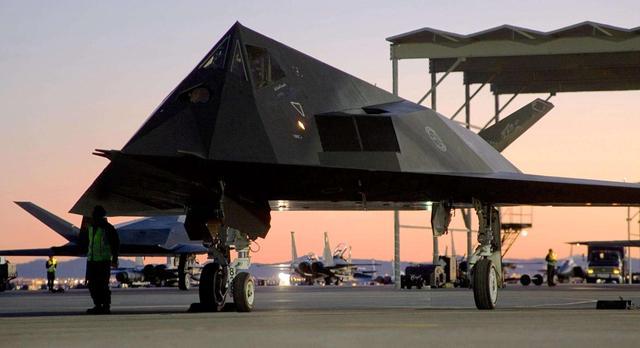 """俄罗斯""""上帝之网""""亮相,探距可达2000公里,美军F-22无处可逃"""